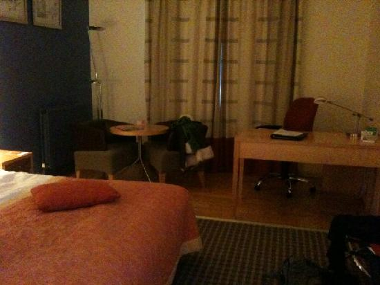 Cork Airport Hotel: The room is spacious but not very exciting