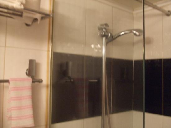 ホテル エンジェル, シャワーブース