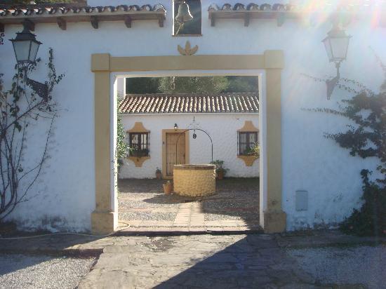 Hacienda La Herriza Hotel: entrada al cortijo