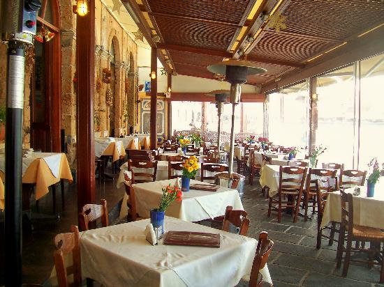 Monastiri Taverna: On a quiet Monday in December before the lunch rush.