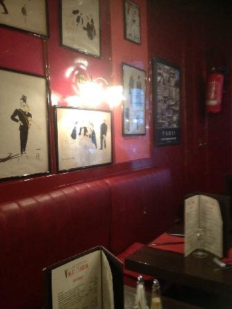 Vins et Terroirs: Cartoons an interior walls
