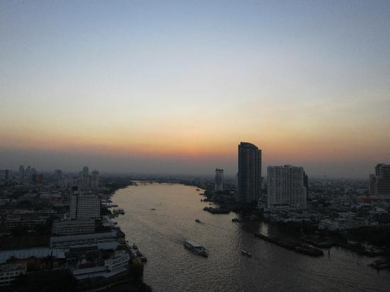 Chatrium Hotel Riverside Bangkok: Sunset from 27th Floor