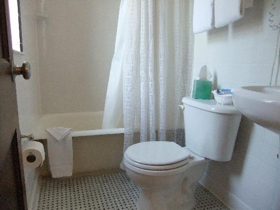 The Inn on Third: Bathroom.