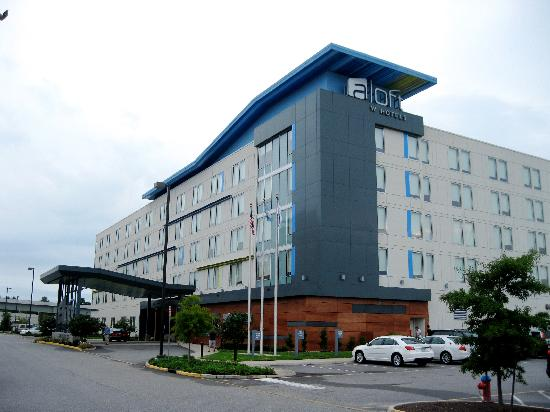 aloft Chesapeake : Exterior of the Hotel