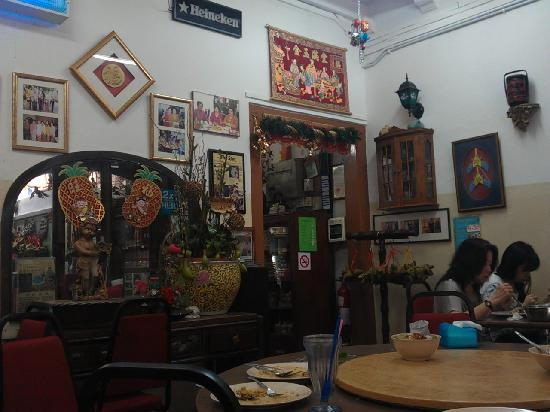 Nancy's Kitchen Restaurant: Restaurant Interior – Door leads to small Peranakan delicacies section where the cashier is. Far