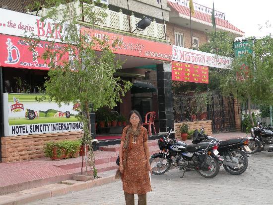 Hotel Suncity International: Hotel Enterance