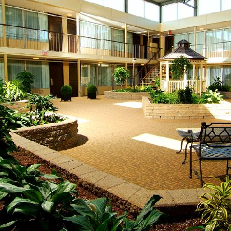 Skyline Hotel & Waterpark: The Skyline Inn has 4 indoor courtyards