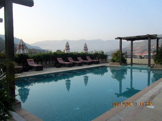 Fortune Select Dasve, Lavasa: The Swimming Pool