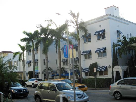 Blue Moon Hotel, Autograph Collection: Front of Hotel from Collins Avenue