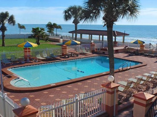 North Redington Beach, Флорида: Located Directly on the Gulf of Mexico, with a beach front 200' sunning deck, 20' X 40' heated s
