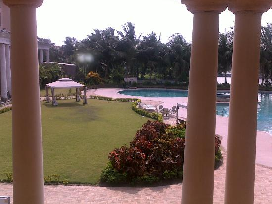 Fortune Park Panchwati Hotel: pool side
