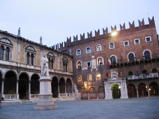 piazza - Foto di Hotel Mastino, Verona - TripAdvisor