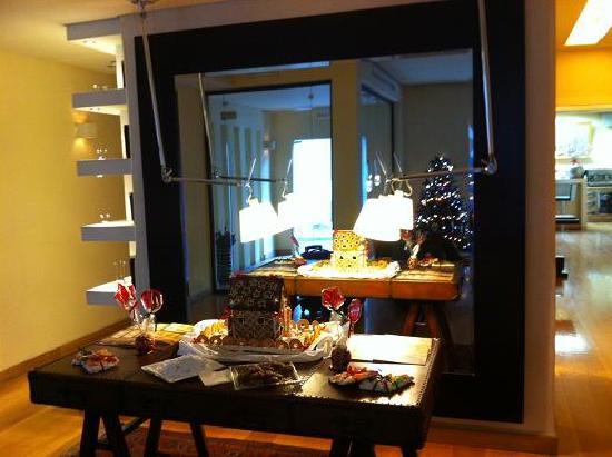 O&B Athens Boutique Hotel: Christmas Decorations