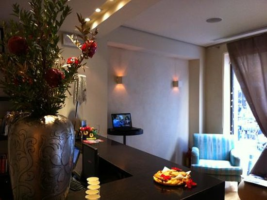 O&B Athens Boutique Hotel: Part of reception area