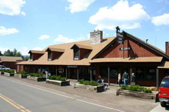 Mormon Lake Lodge and Campground: Great shot of the front of the steakhouse!