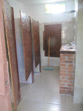 Hostel Ibirapita: Shared bathroom