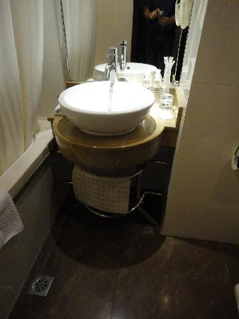 Orange Hotel Seclect Shanghai Waitan Wusong Road: Wash-bowl