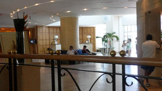 Sandos Cancun Lifestyle Resort: lobby