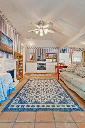 All Seasons Main Street Retreat: The Carriage House Cottage
