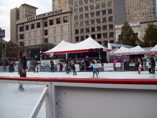 Union Square : thanksgiving iceskating at union