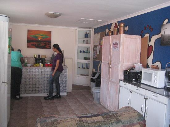 African Heart Backpackers: saloni, martha and the kitchen...
