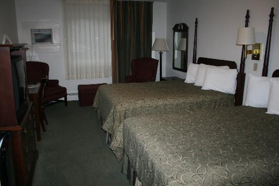 Vacationland Inn: Two Double Bed
