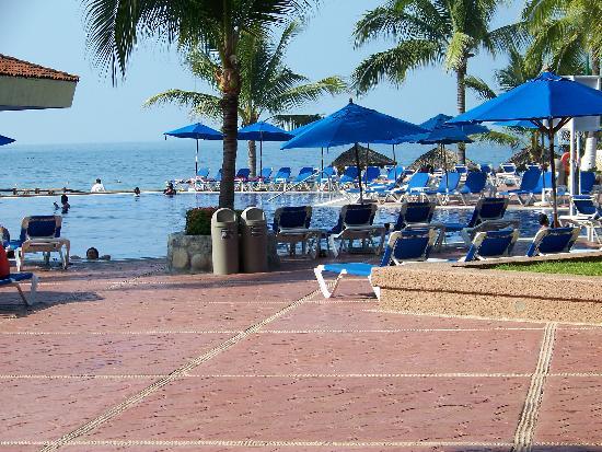 Barcelo Ixtapa: Pool side
