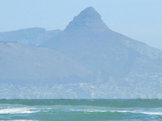 Bloubergstrand Beach: View across the bay