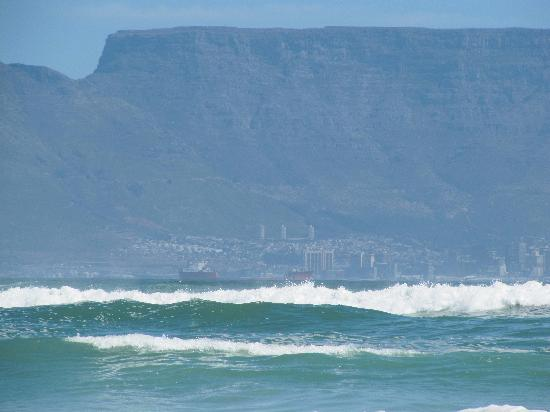 Bloubergstrand Beach: View of Table Mountain /city