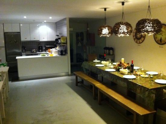 Gallery Hostel: Kitchen