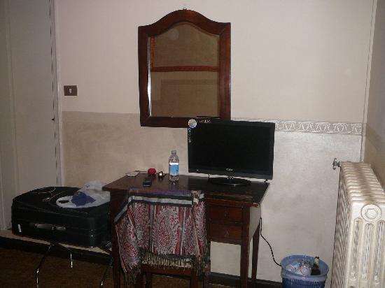 Delle Camelie: large room