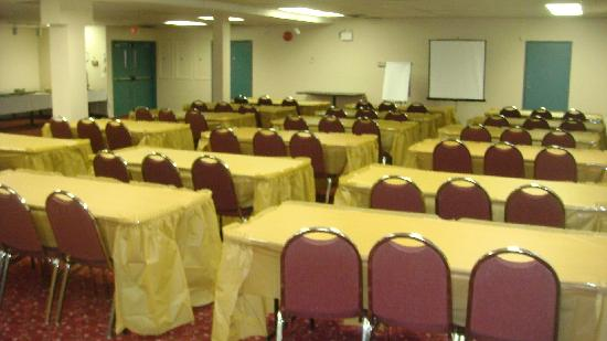 Super 8 West Kelowna BC: Conference Room