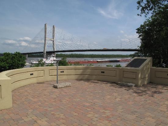 Riverfront Bridge Park: Mark Twain!