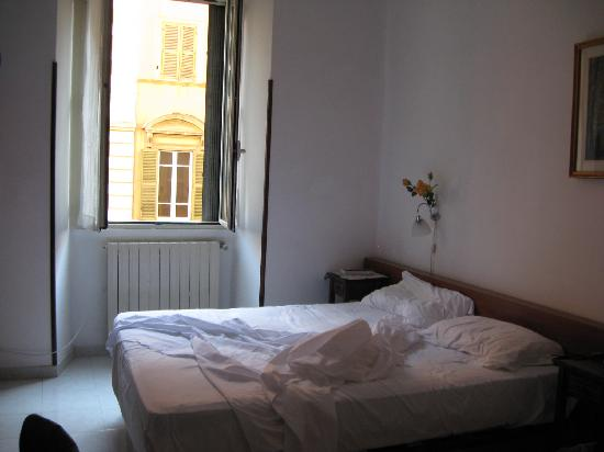 Le Rose di Bi B&B : Our spacious room. Comfortable bed.