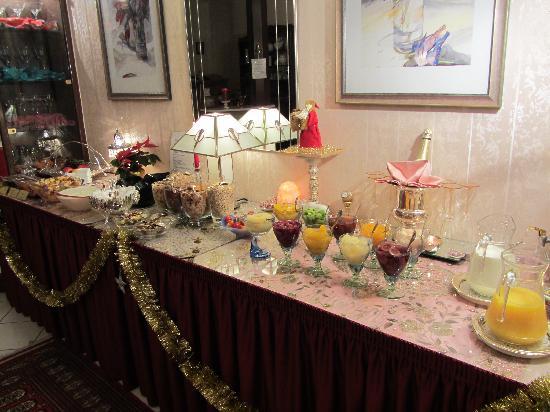 Astoria Hotel : breakfast