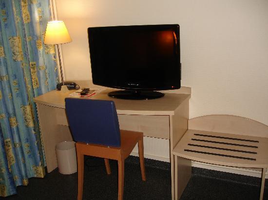 Hotel de l'Europe : scrivania con tv