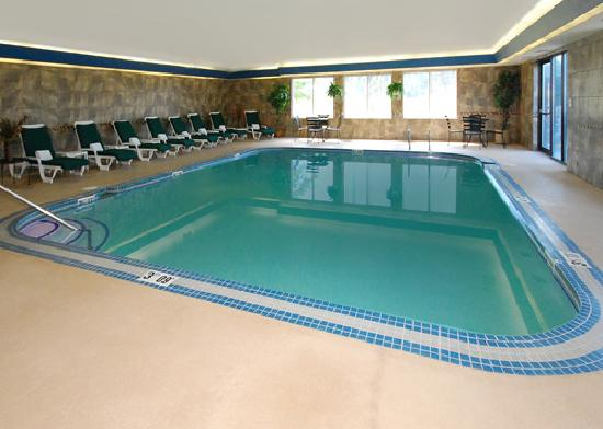 Comfort Suites Vancouver: Indoor Pool and Spa