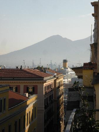 B&B Attico Partenopeo: Via Santa Brigida & Vesuvio
