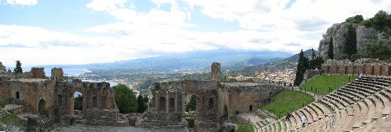 Taormina, Italia: Theatre with a great view