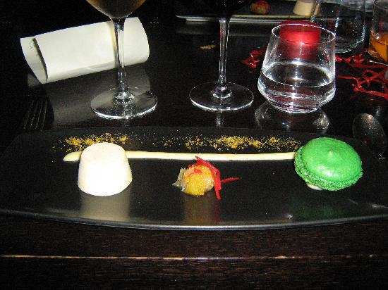 Mint Leaf Lounge : Lime macaroons with orange parfait and a lime curd and citrus salad