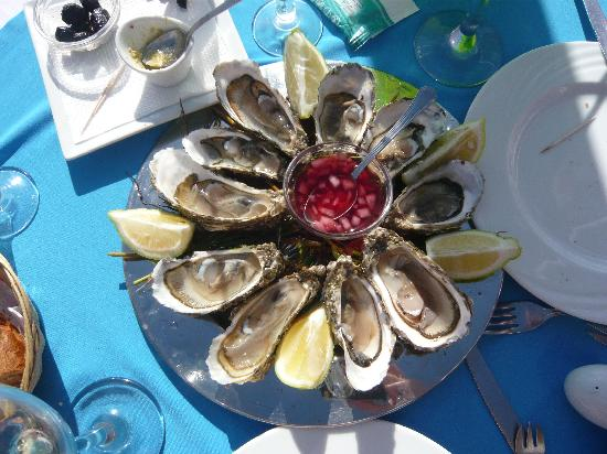 Le Flore: Oysters for starters