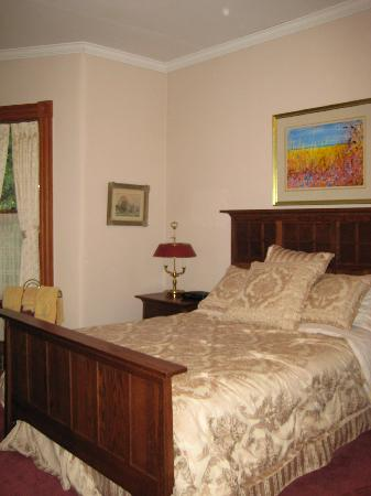 Beechmount Bed and Breakfast: Our comfortable bed