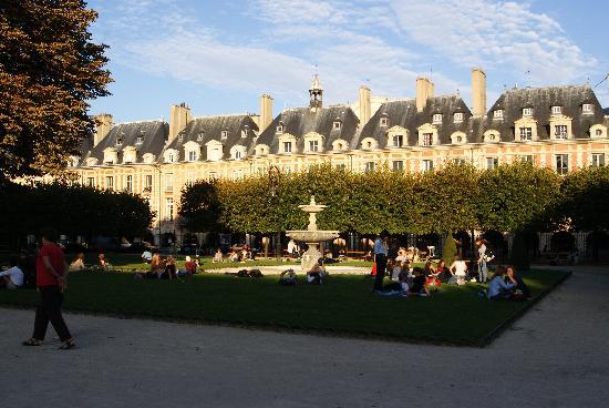 Le Marais: Place des Vosges