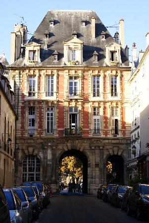 Le Marais: Pabellones hacia Place des Vosges