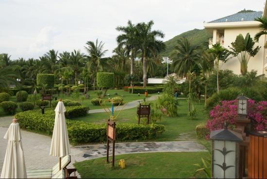 Landscape Beach Hotel Sanya: Июль 2011 вид с террасы