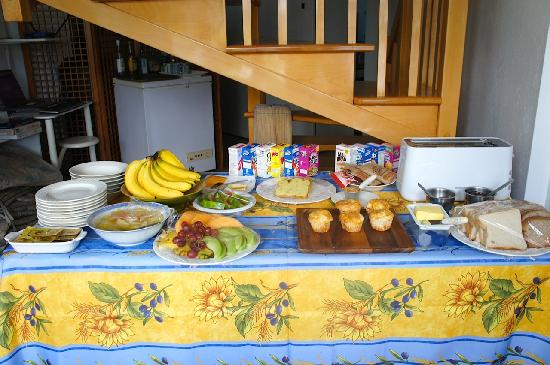 Marigot Bay, St. Lucia: Breakfast is served!
