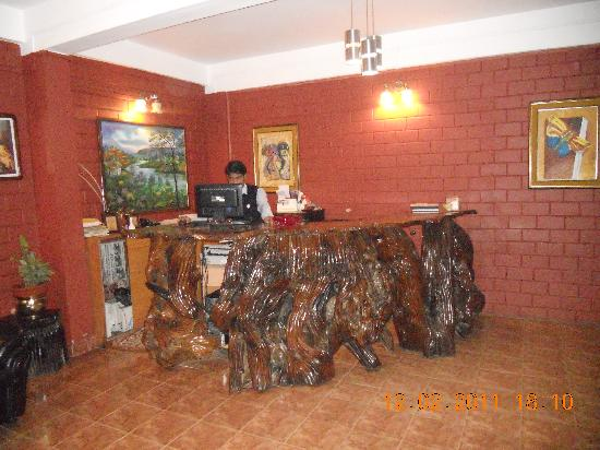 Las Palmas Munnar: reception area