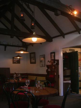 Redcliff Restaurant & Bar : Interior of restaurant