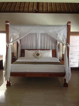 Balibaliku Beach Front Luxury Private Pool Villa: Great King size bed
