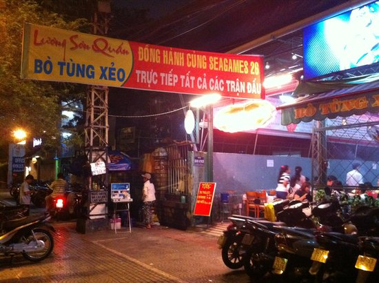 Luong Son (Bo Tung Xeo): Entrance to the restaurant